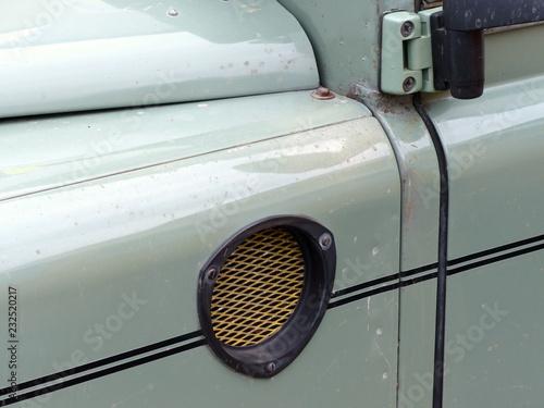 Photo  Lufteinlass mit Filter eines soliden britischen Geländewagen Klassikers in Paste