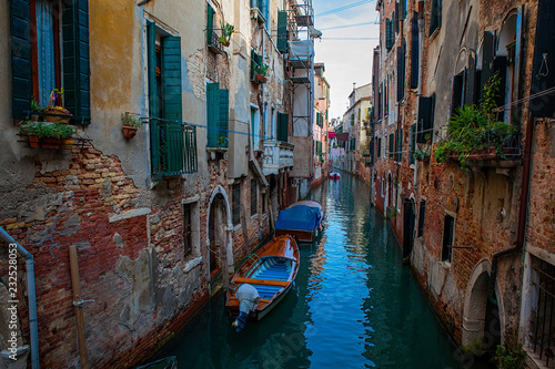 Stickers pour porte Venise Venice canal with boats and old architecture