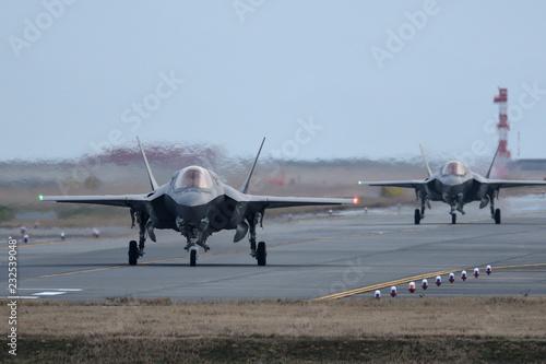 アメリカ海兵隊 F-35BライトニングⅡ タキシング Fototapet