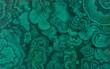 Leinwanddruck Bild - von Hand bemalte Platte mit Illusionsmalerei, trompe l'oeil, mit Imitation von geschnittenem grün türkis blauem Malachit Edelstein, Schmuckstein als abstrakt strukturierter Hintergrund
