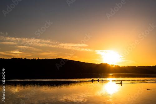 Fotografie, Obraz  Ruderer bei Sonnenuntergang