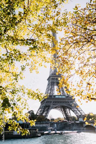 Foto op Aluminium Eiffeltoren Paris in autumn