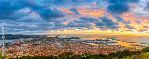 Fotografia, Obraz Panorama de Sète depuis le Mont-Saint-Clair au lever du soleil, Occitanie en Fra