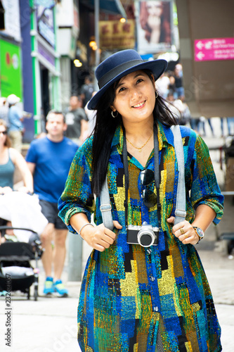 Spoed Foto op Canvas Aziatische Plekken Travelers thai woman travel visit and posing for take photo with view of Hollywood street in Hong Kong, China