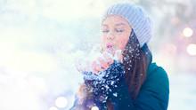 Winter Girl Portrait. Beauty J...