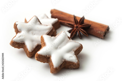 Fototapeta closeup of christmas biscuit shaped star with anise flower and cinnamon stick on white background obraz