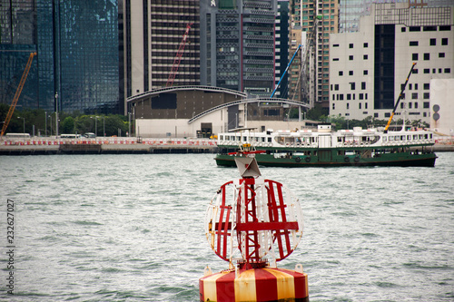 Fotografía  Landscape and cityscape and Star Ferry crossing Victoria Harbour between kowloon
