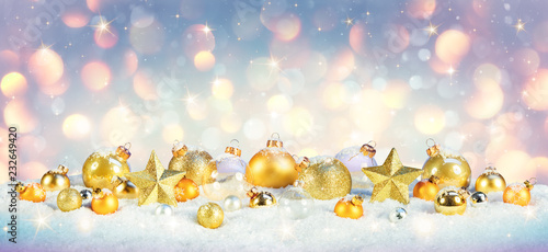 Staande foto Wanddecoratie met eigen foto Christmas - Golden Baubles On Snow With Shiny Background