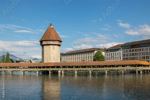 Photographie  Panoramic view of city center of Lucerne with famous Chapel Bridge