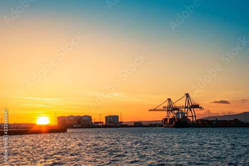 Fotografía  Commercial harbor at sunset