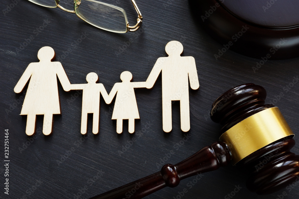 Fototapety, obrazy: Family law concept. Figures and gavel. Divorce.