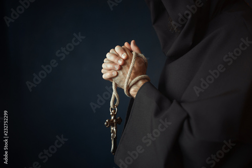 Canvas Print Medieval friar praying with wooden cross in hands