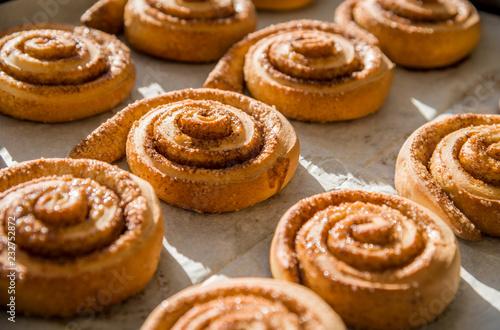 Deurstickers Brood Freshly baked cinnamon rolls