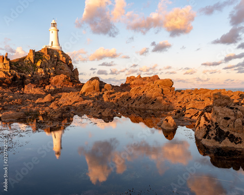 Photographie  Coastal reflections at Corbiere, Jersey, Channel Islands lit by warm morning sun