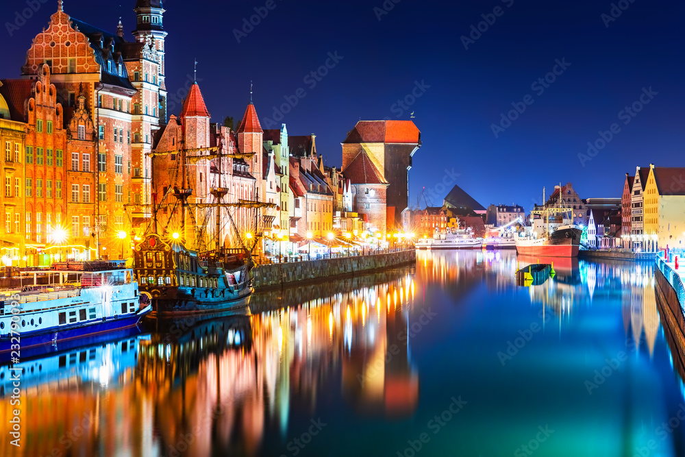 Fototapety, obrazy: Nocny widok na Stare Miasto w Gdańsku, Polska