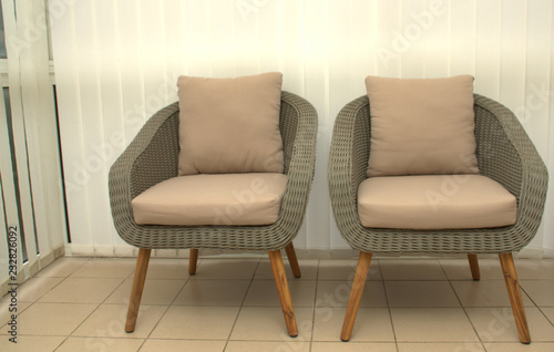 Fototapety, obrazy: fauteuils en rotin gris dans la véranda