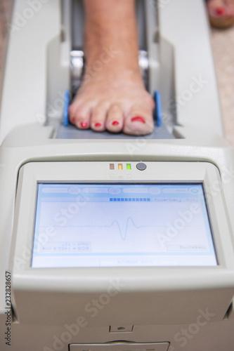 Fotografía  Checking osteoporosis on modern electronic device