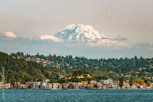 Photo  Mt Rainier above Seattle viewed from Elliott Bay, Washington state, USA
