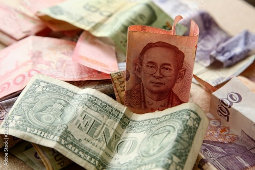 Foto  Thailand economy concept image consisting of a Thai Baht banknote and money from