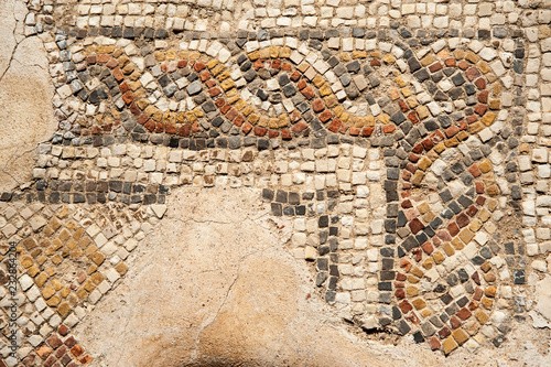 Foto  Fragment of an ancient floor mosaic in Caesarea .Israel.