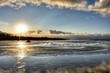 Norwegen, Lofoten, Ramberg, Flakstad, Sonnenuntergang, Abendrot, Sonne, Wolken, Strand, Skagsanden, Sandstrand, Sand, Ebbe, Spiegelbild, glatt, Struktur, Vareidsundet,
