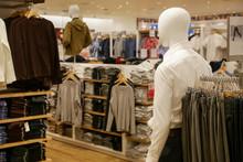Men Casual Clothing Shop Indoo...