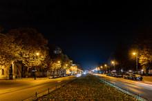 Nachtaufnahme Vor Dem Schloss Charlottenburg Mit Sicht Auf Den Spandauer Damm In Berlin
