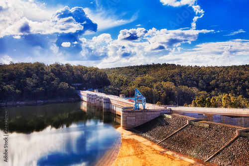 Photo sur Toile Barrage Warragamba Dam Close Lake