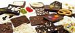 Kleine Tafel Schokolade freigestellt auf weißem Hintergrund