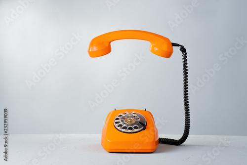 Foto  Retro orange phone