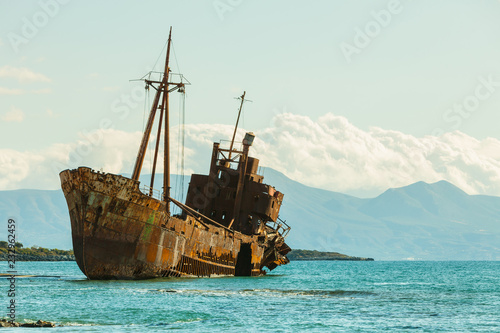 Fotomural The famous shipwreck near Gythio Greece