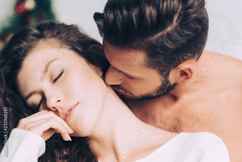 Stampa su Tela close up view of man kissing beautiful girlfriend in neck