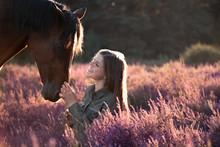 Frau Und Pferd In Der Heide