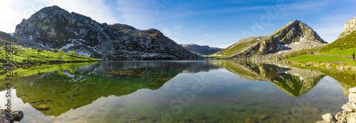 Papiers peints Reflexion Reflections on the lake Enol de Covadonga, Spain
