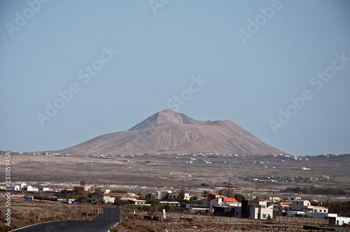 In de dag Canarische Eilanden Village with vulcano on Fuerteventura, Canary Islands