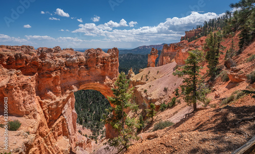 Foto Natural Bridge overlook at Bryce Canyon National Park