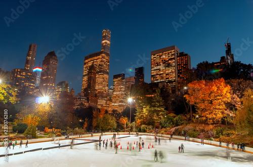 Fototapeten New York Ice Rink in Central Park , New York City