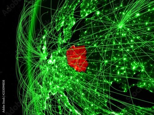 Polska z kosmosu na zielonym modelu Ziemi z sieciami międzynarodowymi. Pojęcie zielonej komunikacji lub podróży.
