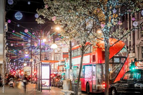 Türaufkleber London roten bus Oxford street decorated for Christmas
