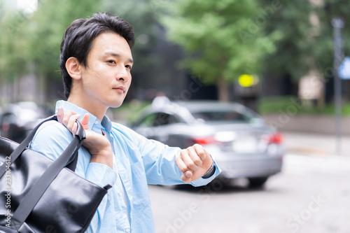 Fotografía  時計を確認する男性