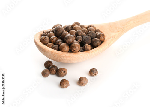 Fototapeta Wooden spoon with allspice on white background obraz