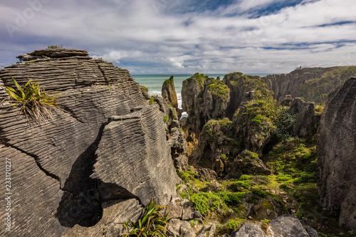 Obraz na plátně  Punakaiki Pancake Rocks with blowholes in the Paparoa National Park, New Zealand