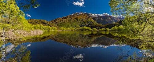 Fotografia  Diamond Lake in the Mt Aspiring National Park near Wanaka, New Zealand, Rocky Mo