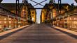 Hamburg, Brücke in der Speicherstadt am Abend, schöne Lichter