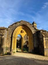Rovine Dell'ingresso Gotico Con Colori Autunnali, Abbazia Cistercense Di Notre Dame Di Orval, Belgio