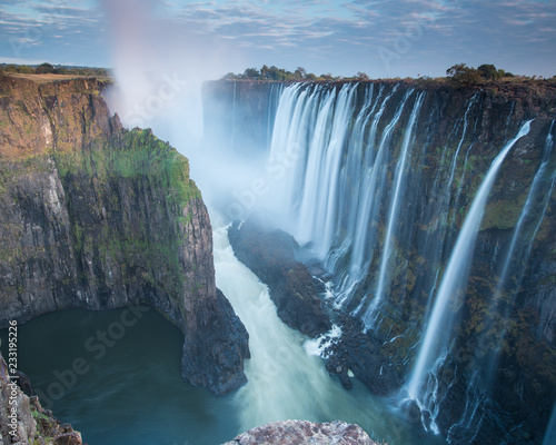Foto auf Gartenposter Wasserfalle Early morning at Victoria Falls from Zambia looking into Zimbabwe
