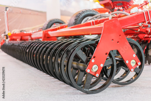 Fotografía  Agricultural machinery planter in the garage closed for storage until the next s