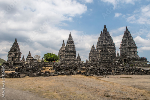 Photo sur Aluminium Monument The Prambanan temple is the largest Hindu temple of Java. The first building was completed in the mid-9th century.