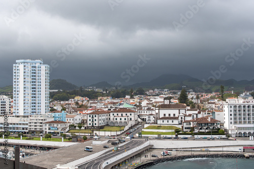 Fotografia  Sea view of the seaside town from the waterfront in the foreground and misty mou