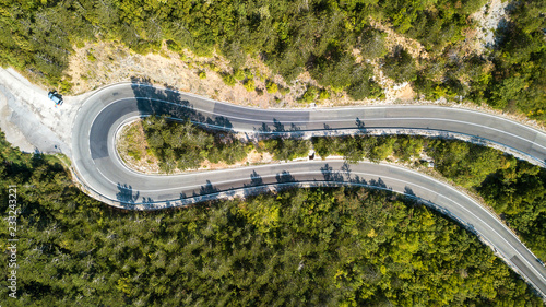Foto op Plexiglas Luchtfoto Aerial view of the movement of vehicles on a serpentine mountain road. Croatia